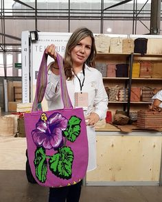 Elizabeth Naranjo Wayúu Bags 🌎 (@eliwayuubags) • Instagram-Fotos und -Videos Crochet Clutch, Crochet Handbags, Knit Crochet, Tapestry Crochet, Bargello, Crochet Flowers, Leather Bag, Purses And Bags, Crochet Patterns