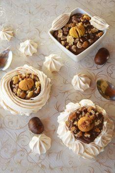 Pavlovas marrons et chocolat noir Meringue Pavlova, Mini Pavlova, Xmas Desserts, Cupcake Cakes, Cupcakes, Dacquoise, Fodmap, Beautiful Cakes, Sweet Tooth
