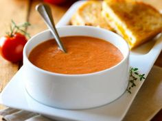 Creamy Tomato Soup recipe featured on DesktopCookbook. Ingredients for this Creamy Tomato Soup recipe include 1 medium onion, chopped, 2 teaspoons minced garlic, 1 ounce) can diced tomatoes, and 1 teaspoon dried oregano. Fresh Tomato Soup, Tomato Soup Recipes, Garlic Recipes, Tomato Basil, Dairy Free Recipes, Vegan Recipes, Cooking Recipes, Gluten Free, Vegetarian Soup