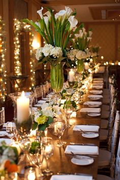 In love with this simply elegant floral wedding decor; suitable for rehearsal dinner