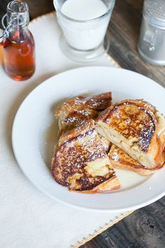 These banana sandwiches are great for a relaxed Sunday breakfast. Drizzled with maple syrup, they are sure to satisfy anyone!