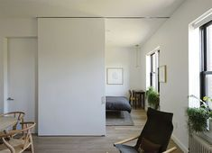 Pomieszczenie przedzielone przesuwaną ścianą