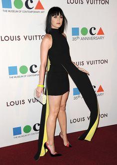 Katy Perry looks sensational in Versace at MOCA's Anniversary Gala - Cosmopolitan Katy Perry Legs, Beautiful Celebrities, Beautiful Women, Katy Perry Fotos, Katy Perry Pictures, Divas, Pernas Sexy, Selena G, Great Legs