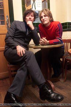 Young Noel Fielding & Julian Barratt What cool cats. English Comedians, Julian Barratt, The Mighty Boosh, Mighty Mighty, Beautiful Men, Beautiful People, Robert Smith The Cure, British Comedy, British Humor