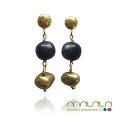 #pendientes de #perlas doradas y negras  #aretes #earings #pearls #accesories #diseñoExclusivo #elegancia #fashion #femenino #fino #gift #guapa #handmade #hautecouturejewelry #instafashion #jewel #joya #joyeria #joyeriadediseño #ladies #MadeinSpain #madrid #magia #MalalaDePerlas
