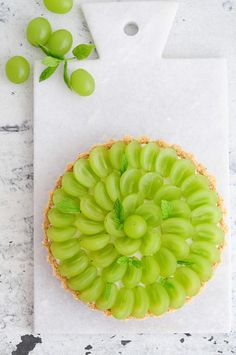 ... cream cheese tart with grapes ...