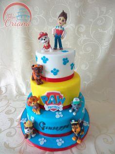 Torta paw patrol. Torta di compleanno per bambini con decorazioni in pasta di zucchero interamente fatte a mano