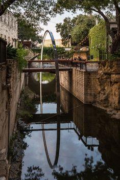 Incredible Illuminated Arch Over a Foot Bridge in Texas – Fubiz Media