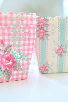 moldecitos de cartón de GreenGate, disponibles en Cosas con encanto: http://cosasconencanto.com/es/servilletas-papel-/233-caja-12-moldes-carton-holly-box.html