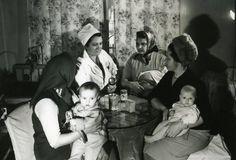 Матери с детьми на консультации у врача-педиатра, 1955 - 1965 1955-01-01 - 1965-12-31