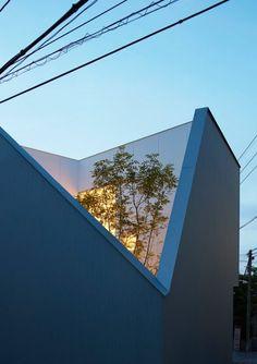 Kenta Eto completes house with sliced-away corner in Japan