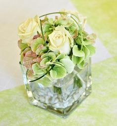 10 Beautiful flowers table decoration silver wedding - Home Page Orchid Centerpieces, Small Centerpieces, Orchid Arrangements, Wedding Centerpieces, Wedding Reception Flowers, White Wedding Flowers, Bridal Flowers, Flowers In Jars, Table Flowers