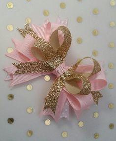 Pink and Gold bows Princess party photo prop headband Diy Hair Bows, Ribbon Hair Bows, Diy Bow, Baby Headbands, Diy Fest, Boutique Hair Bows, Diy Hair Accessories, Ribbon Crafts, Make Bows