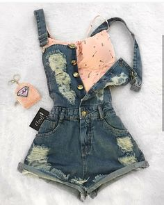 "1,571 Likes, 8 Comments - (@girlnamodablog) on Instagram: ""Look inspiração @unicornio.fashion"" bralette pastel denim overalls suspenders"