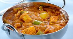 Discover the curry chicken recipe at Thermomix – The most beautiful recipes Fried Fish Recipes, Meat Recipes, Indian Food Recipes, Ethnic Recipes, Curry Recipes, Beef Curry, Chicken Curry, India Food, Kochen
