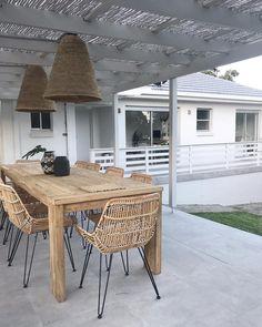 Amber Tiles Kellyville: Seamless alfresco and paved area 📷 Outdoor Pavers, Outdoor Balcony, Outdoor Tiles, Outdoor Flooring, Outdoor Rooms, Outdoor Dining, Outdoor Decor, Patio, Diy Outdoor Weddings
