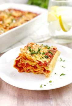 Vegetarian Lasagna Rollups - an easy weeknight dinner recipe the whole family will love! Recipes With Lasagna Noodles, Pasta Recipes For Kids, Vegetarian Meals For Kids, Kids Meals, Family Meals, Vegetarian Recipes, Cheese Lasagna, Lasagna Rolls, Hidden Veggies