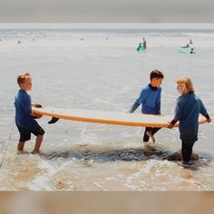 Best friends help you catch the best waves 🏄 Surfing Tips, Learn To Surf, Pacific Beach, Fun Activities For Kids, Lifeguard, Ocean Beach, Team Building, All Over The World