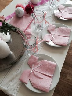 baby shower decorations 843932417654118699 - easy napkin folding to decorate a magnificent feast table Source by ortudominique Easy Napkin Folding, Baby Shower Souvenirs, Expecting Mom Gifts, Baby Shower Napkins, Baby Girl Elephant, Elegant Baby Shower, Girl Baby Shower Decorations, Baby Shower Princess, Baby Shower Balloons