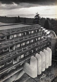 "bluecote: ""st peter's seminary, cardross gillespie, kidd & coia CQ "" Post Modern Architecture, Space Architecture, Modern Buildings, Residential Architecture, Le Corbusier, Design Museum, Ranch Style, Brutalist, Architects"
