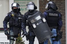 The Netherlands - SWAT team (Arrestatieteam)  Follow my alliance:  @italiandefenceforces @belgiumdefenceforces @global_sof  @internationalsoldiers  #special #forces #specialforces #unit #police #guns #antiterrorist #antiterrorism  #shooting #operator #hardwork #counterterrorism #military_worldwide #specialforcesallovertheworld #SWAT #netherlands #dsi #arrestatieteam #shield #politie