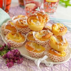 Fridolfs Lyxbullar ... med mycket smör Baking Recipes, Cake Recipes, Dessert Recipes, Pie Dessert, Cookie Desserts, Swedish Bread, Hot Cocoa Recipe, Sweet Pastries, Cupcakes