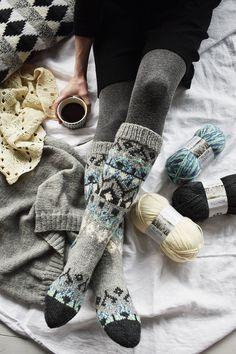 Kirjoneulesukat Novita 7 Veljestä ja 7 Veljestä Aurora, fair isle socks inspiration