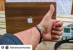 """#Repost @kleversonmorais  #recomputing { color: many; background: brown url (""""left_arm.gif"""") no-repeat fixed center; overflow: visible; } . . /  I will not talk about CSS today but it will still be about style. @therecomputing sent me one of their bracelets which has its construction based on computer parts. I consider brands that reuse materials in creating new products amazing. In addition to being creative it demonstrates the concern and character behind the brand in promoting recycling…"""