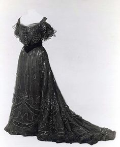 Evening Dress. Jean-Philippe Worth, 1906-1908. The Metropolitan Museum of Art. For the Turn of the Century Goth!