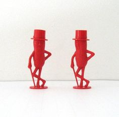 Red Mr Peanut salt and pepper shakers Salt N Peppa, Planters Peanuts, Pepper Spice, Salt And Pepper Set, Novelty Items, Salt Pepper Shakers, Old And New, Spice Things Up, Stuffed Peppers