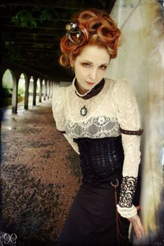 I love this look. The lace, the corset, the hair, the accessories... it works so well! #steampunk