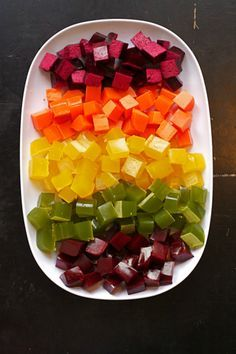 Fruit and Vegetable Juice Gummy Snacks ~ homemade gummies made from fruits and veggies.a healthy snack kids love! Baby Food Recipes, Snack Recipes, Cooking Recipes, Toddler Recipes, Detox Recipes, Homemade Gummies, Snacks Homemade, Good Food, Yummy Food