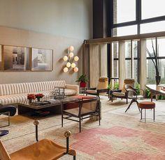 Obras de Mia DelCasino no espaço @suite_arquitetos na @modernoseternos