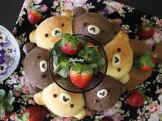 將菠蘿麵包製作成小熊造型~孩子非常喜愛