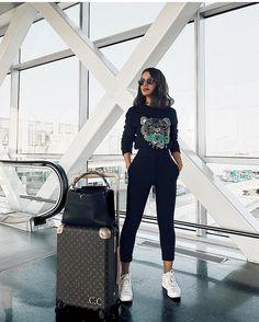 "199k Likes, 881 Comments - Camila Coelho (@camilacoelho) on Instagram: ""Traveling in sweats and sneakers makes me so happy ✈️ #airportlook -------- Porque viajar de…"""