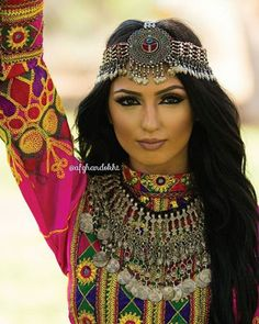Omg that necklace & headpiece tho  #afghandokht #s_hossine #afghan…