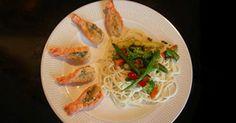 Langoustines grillées au beurre à l'ail #recettesduqc #souper #langoustine Bbq Grill, Grilling, Scampi, Fish And Seafood, Quinoa, Menu, Chicken, Poisons, Ethnic Recipes