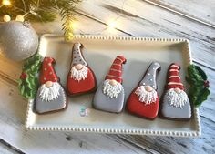 In this DIY tutorial, we will show you how to make Christmas decorations for your home. The video consists of 23 Christmas craft ideas. Cupcakes, Cookies Cupcake, Fancy Cookies, Iced Cookies, Cute Cookies, Royal Icing Cookies, Christmas Sugar Cookies, Christmas Sweets, Holiday Cookies
