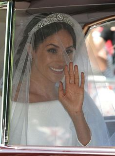 As she steps into St George's Chapel at Windsor Castle to marry Prince Harry, Meghan Markle has given us a glimpse at her royal wedding tiara—Queen Mary's Filigree Tiara. Prince Harry Et Meghan, Meghan Markle Prince Harry, Princess Meghan, Prince Henry, Prince William, William Kate, Harry And Meghan Wedding, Harry Wedding, Royal Brides