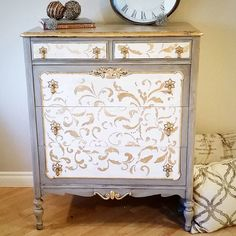 So eloquent!  This vintage dresser is from Bell Furniture (1907-1937) in Southampton, ON and was saved from the worst fate! Now a Gustavian beauty, she'll debut at @theprairiegirlsmarket on Saturday. . . . #swedishstyle #paintedfurniture #gustavian #vintagemarket #yyc #vintage #rustic #scandinavian #alberta #albertamaker #inglewoodyyc #shoplocalyyc