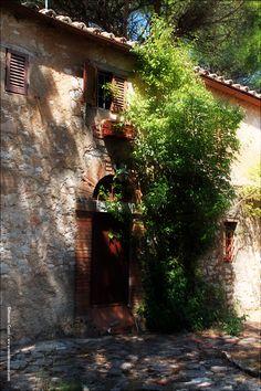 Umbria (Italy) Photo and Copyright by Massimo Cozzi