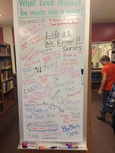 """question prompt : """"what book should be made into a movie?"""" : shelf ends or pillars/columns School Library Displays, Middle School Libraries, Elementary Library, Library Inspiration, Library Ideas, Library Design, Centre De Documentation, Movie Shelf, Library Activities"""
