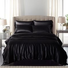 Just refresh your bedroom with our black silk bed linen set, which is breathable and hypoallergenic. Teal Bedding, Silk Bedding, Black Bedding, Bedroom Black, Modern Bed Linen, Black Bed Linen, Black Silk, Green Silk, Bed Linen Design