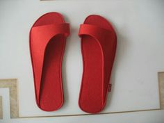 Leather or felt shoes - Leather or felt shoes Best Picture For anello ametista For Your Taste You are looking for somethi - Felted Slippers, Leather Slippers, Leather Sandals, Make Your Own Shoes, How To Make Shoes, Felt Shoes, Shoe Pattern, Crochet Shoes, Leather Accessories