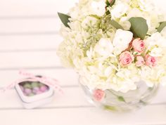 Google Image Result for http://4.bp.blogspot.com/-I5zk0AWF4kQ/UJiVoA3rWlI/AAAAAAAAPoY/EwgJZBhSdT8/s1600/pink%2Band%2Bwhite%2Bfloral%2B%2Barrangements.jpg