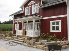 de The post schwedenhaus-holzhaus.de appeared first on Landhaus ideen. Nordic Living, Nordic Home, Scandinavian Living, Stommel Haus, Home Focus, Sweden House, Red Houses, House Ideas, Gambrel
