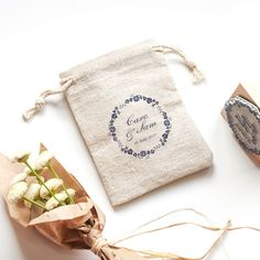 pochette-lin-mariage-tampon-fleurs-rond-bloomini-studio