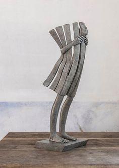 Geometría humana, en bronce, en la escultura de Isabel Miramontes. Matemolivares