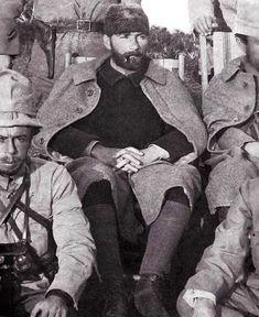 Historical Times Mustafa Kemal Atatürk, founder of the Republic of Turkey with a full beard. Red Beard, Full Beard, Republic Of Turkey, The Republic, Historical Quotes, Historical Pictures, Old Pictures, My Photos, Rare Photos