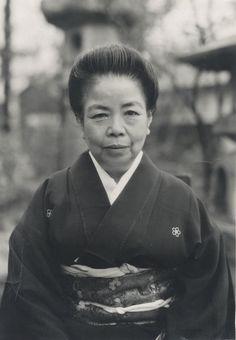 山本悍右 1950, Portrait of My Mother, Kansuke Yamamoto  ©Toshio Yamamoto. (山本 通 1887~1957)